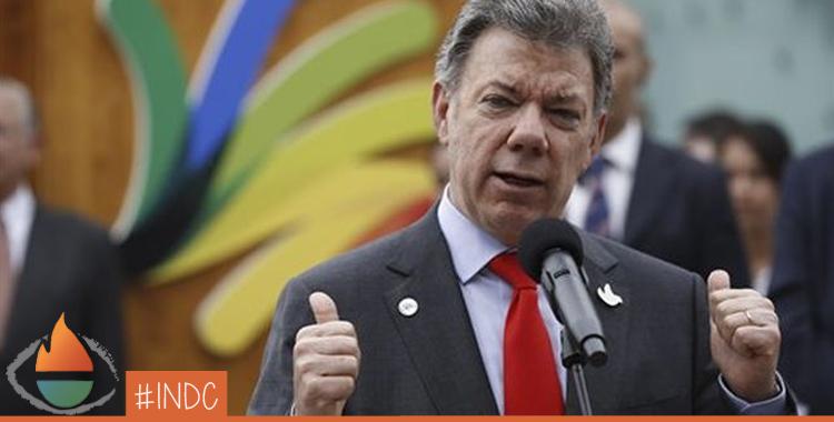 Archivo. El presidente colombiano Juan Manuel Santos habla en el pabellón colombiano de la Expo 2015 en Rho, cerca de Milán, Italia. AP