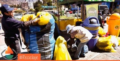 FOTOS FREDDY BARRAGÁN / PÁGINA SIETE. La campaña de limpieza que se realizó ayer entre 600 jóvenes de La Paz.