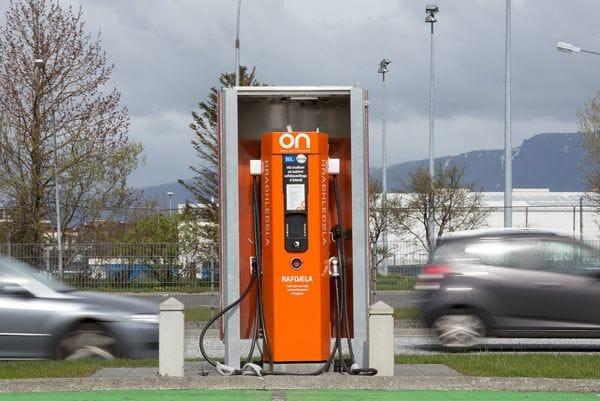 islandia-auto-electrico.jpg