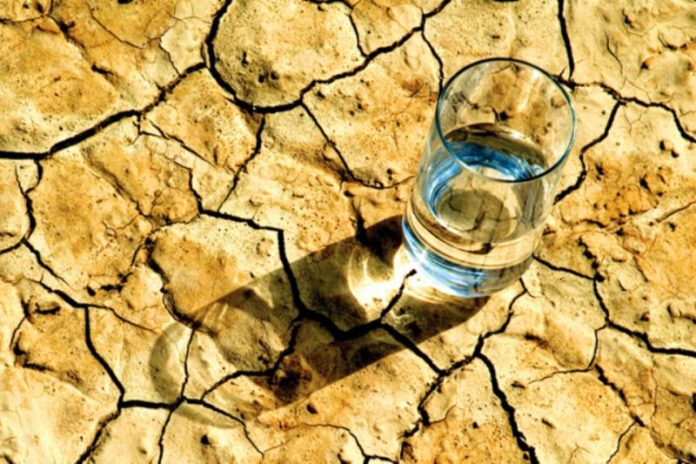 Latigazo-del-clima-el-agua-potable-será-cada-vez-más-escasa-696x464.jpg